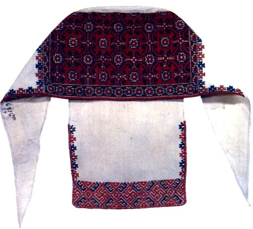 married women wear a headdress called sorokka, which is made of cloth with embroidery and/or appliqued ribbon, and ties around the head.