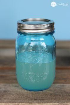Comme vous vous en doutez, la grande majorité des rinces bouche du commerce contiennent des ingrédients soitimprononçablessoit indésirables et dangereux. Voici donc 2 recettes sans produit chimique et qui sont simple a réaliser, simple a employer et simple a conserver. Rince bouche au miel et à la menthe: 1 tasse d'eau filtrée, distillée, ou d'eau …