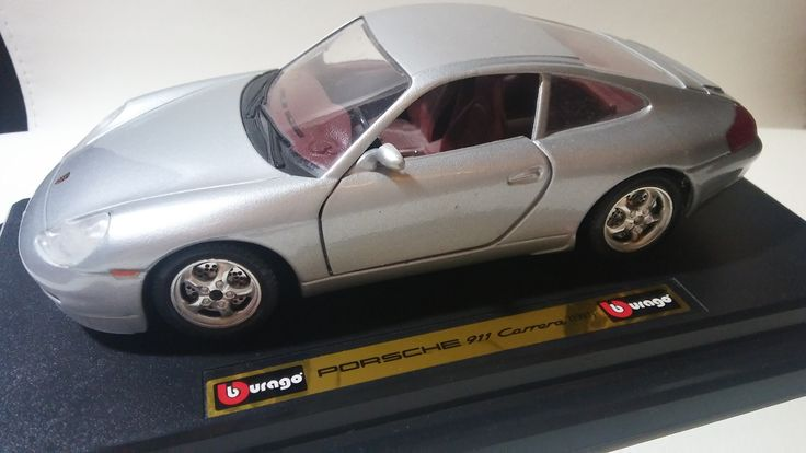 Porsche 911 Carrera (1997) - 1/24 scale diecast car model by Bburago.