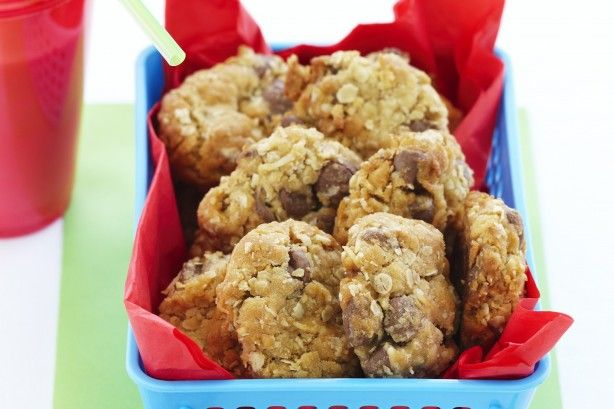 Shredded coconut, chocolate chips and crispy oats combine nicely to create a wonderful biscuit.