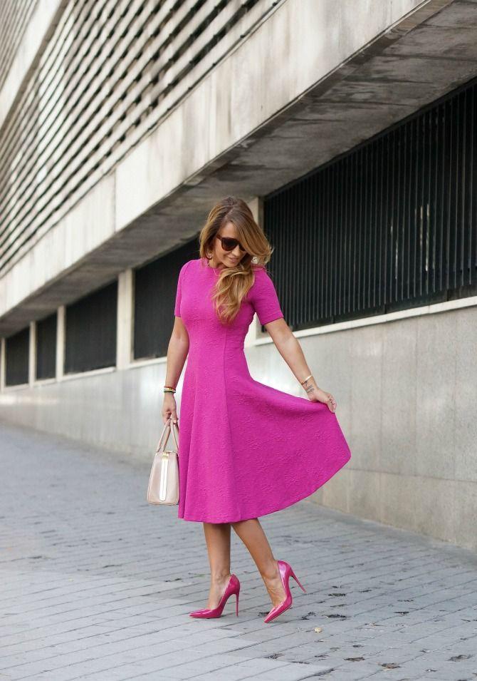 """Estefanía García del blog """"Con dos tacones"""" con vestido de Zara, bolso Prada y zapatos So Kate de Christian Louboutin."""
