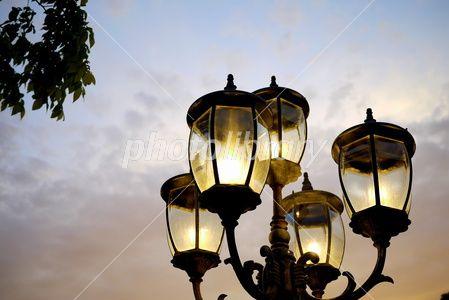 夕方の外灯-写真素材