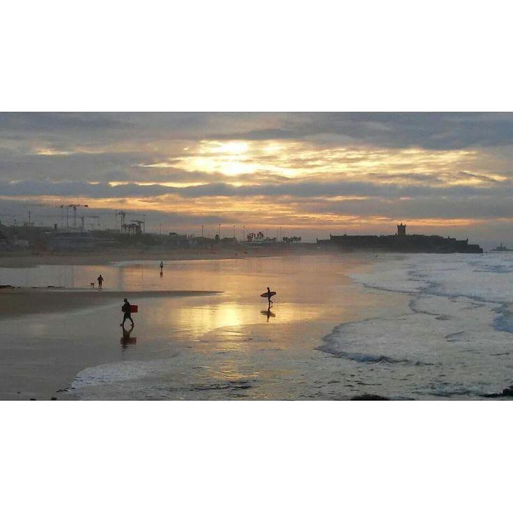Sunrise at the beach. Beautiful. Peaceful. Blessed. Hello miracle. #veraodesaomartinho #wonderful #morningwalk #beach #ocean #surf #cloudy #waves #carcavelosbeach #beachlife #lovethisplace #lucky #blessed #waterripples #sunrise #waves #carcavelos