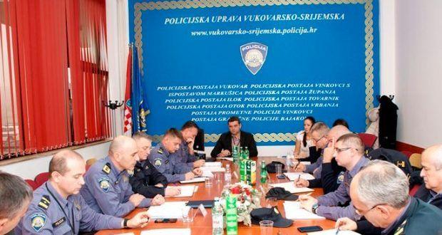 Sastanak ravnatelja policije i rukovodstva policijske uprave – Cibalae.com