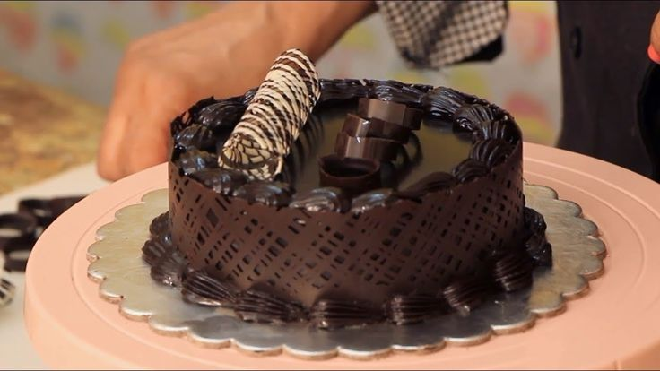 Learn a simple easy technique on how to apply a chocolate collar on any ...