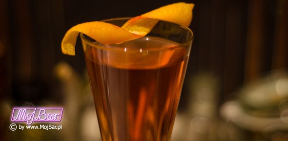 CHAMPAGNE DAISY Rześki i owocowy: champagne - 80ml,  chartreuse yellow - 40ml, cytryna sok - 20ml, grenadina - 10ml  Przepisy na drinki znajdziesz na: http://mojbar.pl/przepisy.htm