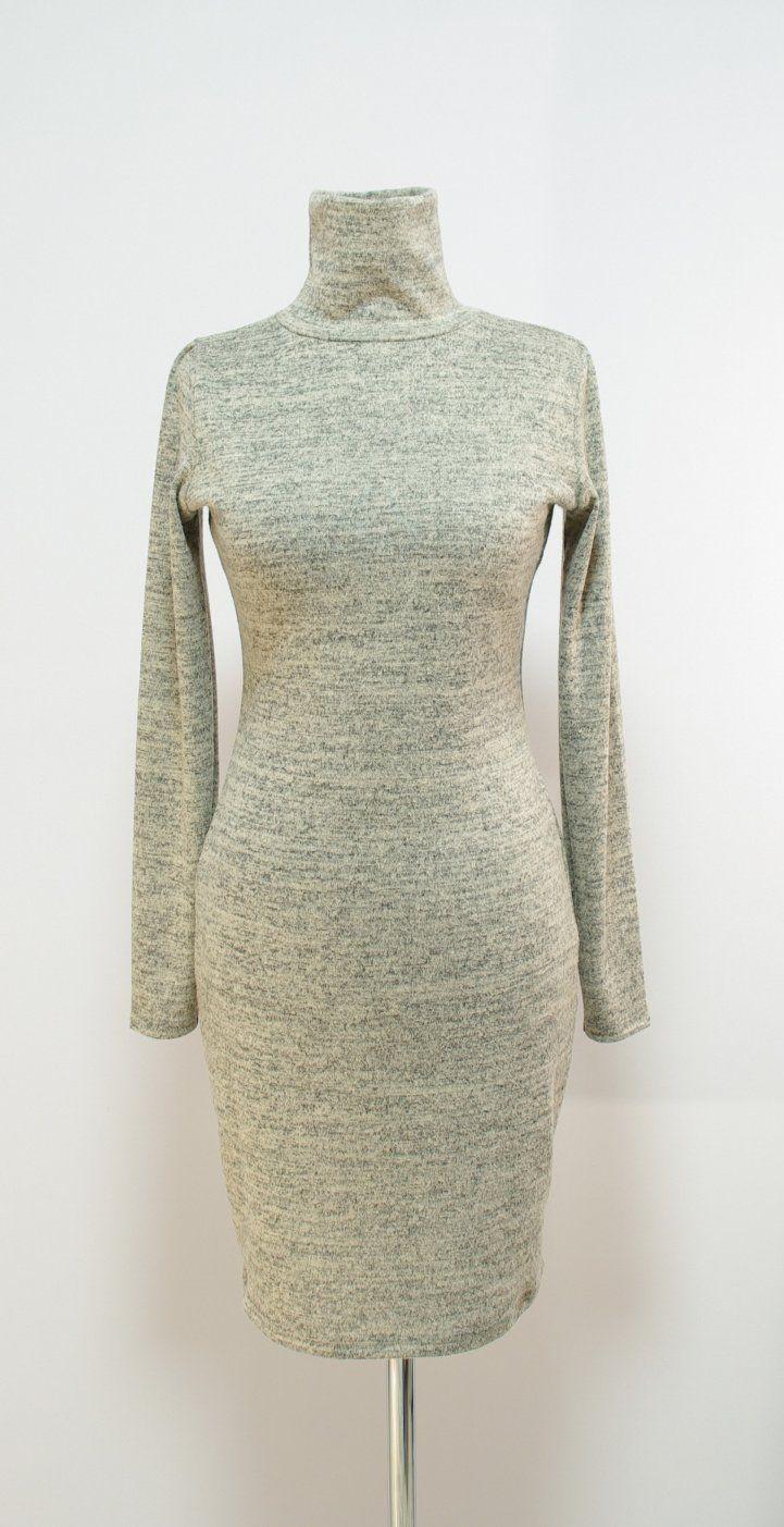 Серо-сливочное платье с высоким воротом гольф | Платье-терапия от Юлии