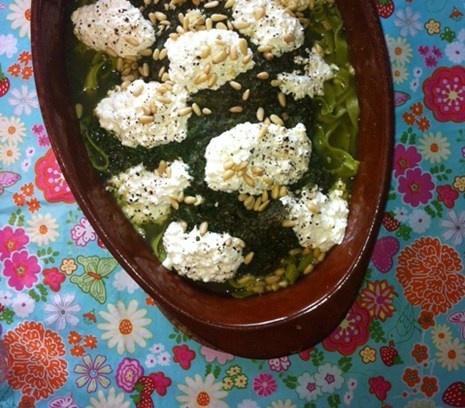 Spinazie-pasta uit de oven | Laat de oven het meeste werk doen.  #recept #vegetarisch #flexitarier