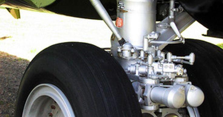 Propriedades e usos do aço tipo 4340. O aço 4340 possui um bom equilíbrio entre força e maleabilidade. Ele é usado para fabricar partes de armas, peças de motor como pistões, embreagens e rolamentos, e peças aeronáuticas como trens de pouso. Com o trabalho e o fortalecimento adequado, itens feitos com esse tipo de aço têm excelente resistência a desgaste, além de ótima durabilidade.