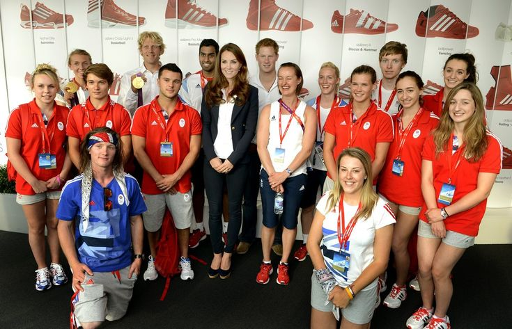 The Duchess joined Prince Harry to meet team GB athletes on August 9 in her Smythe blazer and Stuart Weitzman wedges.