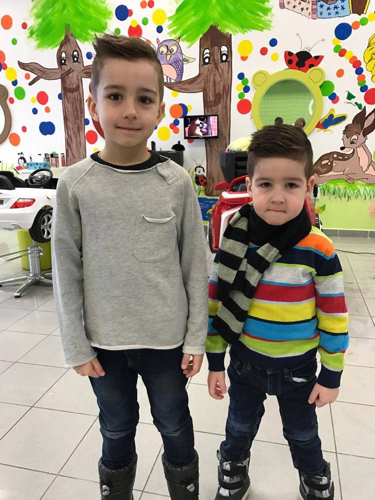 Súrodenci musia držať vždy spolu. #detskekadernictvo #kadernictvo #kids #boys #siblings #cute #haircut #kidshaircut #hairstyle #trnava #hairdresser