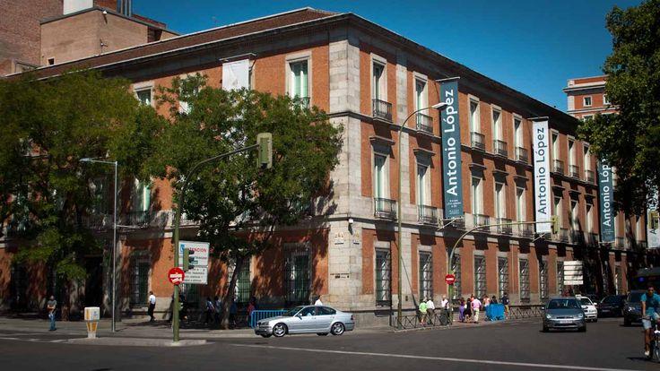 マドリードの観光のメインのひとつといえば、世界に名だたる名画を鑑賞できる美術館の数々。これら多くの美術館に誰でも無料で入場できる時間帯があることをご存知でしたか? マドリード三大美術館と言われている、ゴヤの「着衣のマハ/裸のマハ」やベラスケスの「宮廷女官たち(ラス・メニーナス)」などのスペイン王室コレクションを納めたプラド美術館、ピカソの最高傑作「ゲルニカ」のソフィア王妃芸術センター、中世の宗教画から印象派まで幅広いコレクションを誇るティッセン・ボルネミッサ美術館をはじめとして、無料で入場できる時間が設けられています。 これは、「美術品コレクションは公共の財産なので、市民は誰でも楽しむ権利がある」と考えられているからです。 旅の最中はスケジュールが合わないこともありますが、マドリードでの時間に余裕があり、タイミングが合うならば、ぐっとお得に芸術作品を鑑賞できます。 ぜひチェックしてみてください。 名画をより深く味わうために、関連本や映画をチェック! 宮廷画家ゴヤは見た 天才画家ゴヤが描いた2枚の肖像画 ーー天使のような少女イネスと、威厳に満ちた神父ロレンソ。 違う世界に...