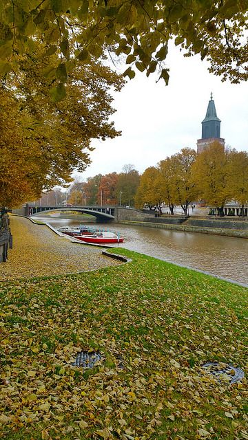 Tuomiokirkkosilta (Cathedral Bridge) and Turku Cathedral in Autumn. Photo by Nana Långstedt