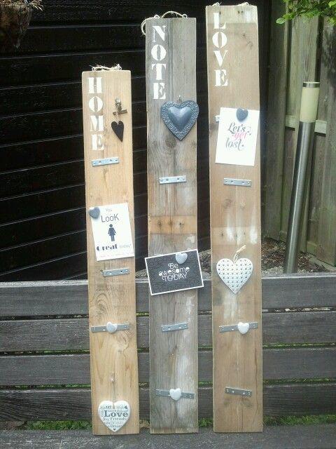 Memobord / magneetbord van oud pallethout.