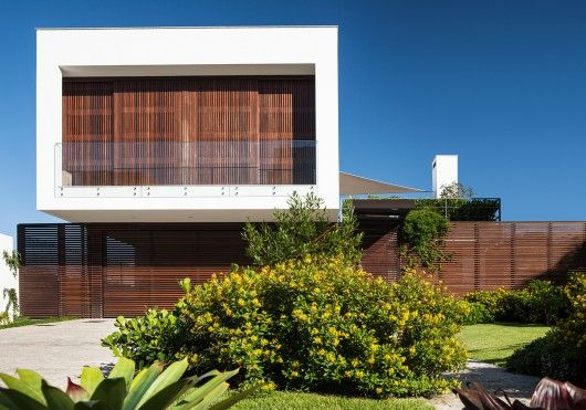 © Philippe Arruda Architects: MarchettiBonetti+ Location: Florianópolis - State of Santa Catarina, Brazil Area: 262.0 sqm Year: 2012 Photographs:
