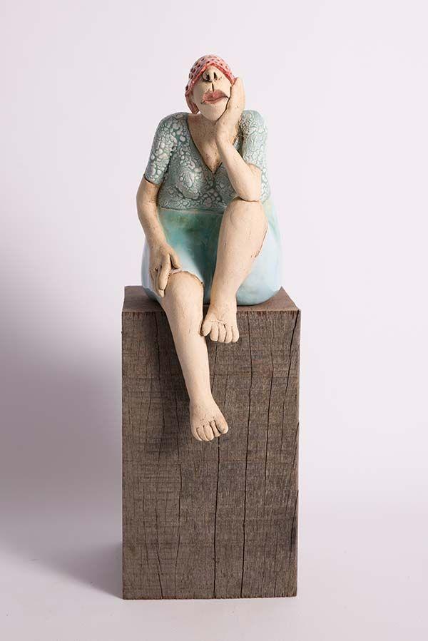 Am Anlegeplatz der Bucht sitzen   – Modern Sculpture
