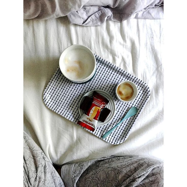 E A S Y Easy like sunday morning. On a tuesday. . . . . #coffee #coffeeinbed #tuesdaymorning #hygge thatsdarling #thehappynow #pursuepretty #wandeleurspark #makeyousmilestyle #abmlifeissweet #abmlifeiscolorful #abmathome #flashesofdelight #petitejoys #livethelittlethings #dscolor #livecolorfully #liveauthentic #foundforaged #theblogissue #nothingisordinary #finditliveit #howyouglow #prettylittlething #colorventures #thatcolorproject #myunicornlife #diewocheaufinstagram