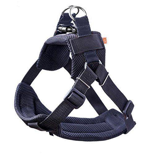 Aus der Kategorie Sicherheitsgeschirre  gibt es, zum Preis von EUR 56,90  <p><strong>Sicherheitsgurt für Hunde Air 3D</strong></p> <p>Erhöhen die Reisesicherheit sowohl des Hundes als auch der anderen Passagiere an Bord. Die Träger sind mit einer atmenden Membrane AIR 3D ausgestattet, welche das Risiko von Reizungen besonders bei längeren Reisen minimalisiert. <br /><br />Der Gurt besteht aus 2 Elementen: 2 bequemen Trägern und einer Leine, die den Hund mit dem Auto verbindet. Die Leine…