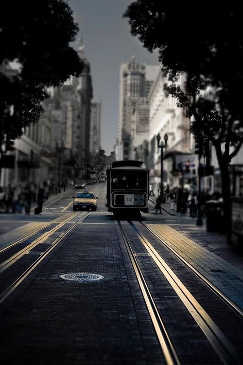 San Francisco Cable Car by Olia Saunders