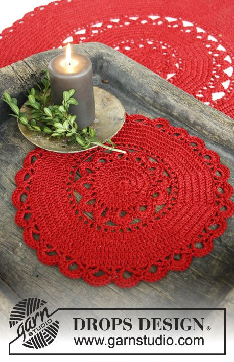 "DROPS Christmas: Crochet DROPS round tablecloth in 1 strand ""Cotton Viscose"" and 1 strand ""Glitter"" ~ DROPS Design"