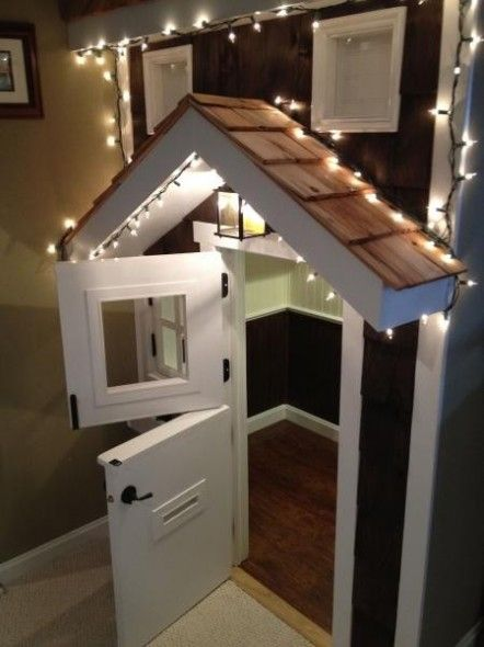 Under stairs playhouse- Looks like the hubby and my dad need to get to work!! :)