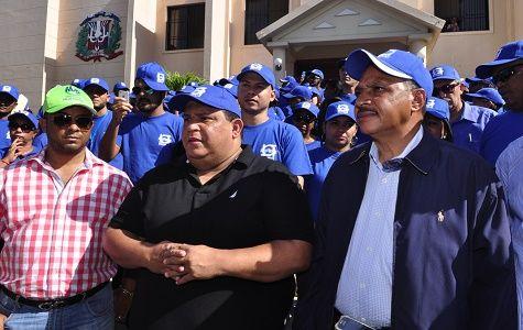 Empleados y funcionarios del Instituto Nacional de Recursos Hidráulicos (INDRHI), encabezados por  su director ejecutivo, Olgo Fernández, participaron en la segunda jornada de prevención del Zica, Dengue y la Chikungunya