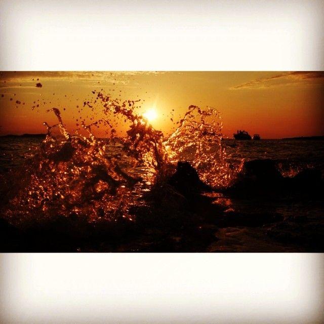 Sunset last night on the sunset strip in San Antonio, Ibiza with a wave crashing against the rocks in front of Cafe Savannah #ibiza #ibiza2014 #ibiza14 #sunset #sunsetstrip #sanan #sanantonio #eivissa #sunsetsniper #sunsetsea #sea #mediterranean #boats #yachts #sunsetporn #sunsetsky #sunsetwave #wave #cafedelmar #cafesavannah #cafemambo #Ibiza #nightlife Check more at…