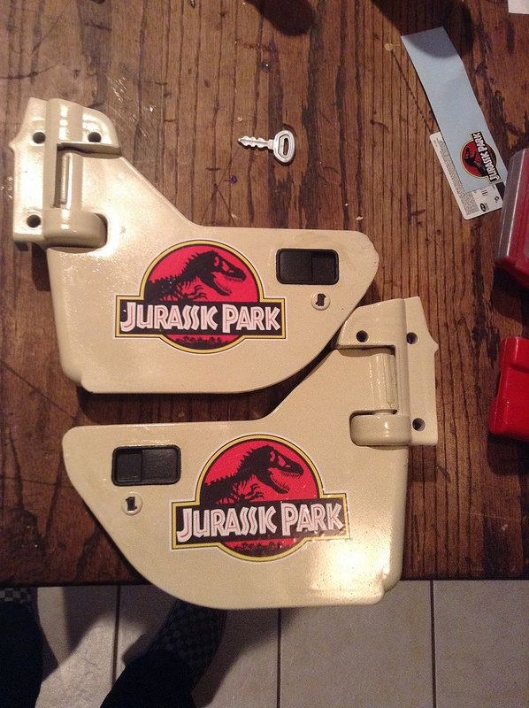May 9, 2015, 7:11 PM - Re: Jurassic Park Jeep from a Barbie Power Wheels Jeep #40