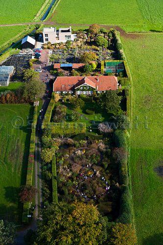 Oudolf's personal garden, Hummelo, Netherlands.                                            _/\/\/\/\/\_