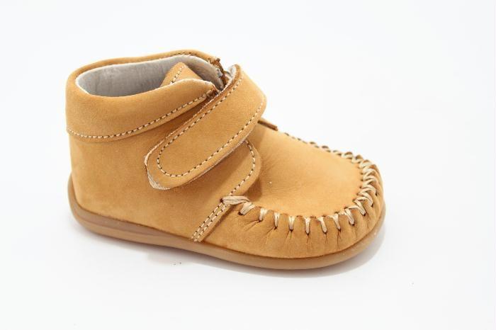 Half hoog klittenband schoen van het merk Bardossa, Naturel nabuk met een flexzooltje voor het eerste lopen.