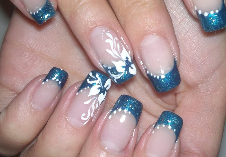 Nail Art simple and elegant, video tutorial white flower on blue french manicure