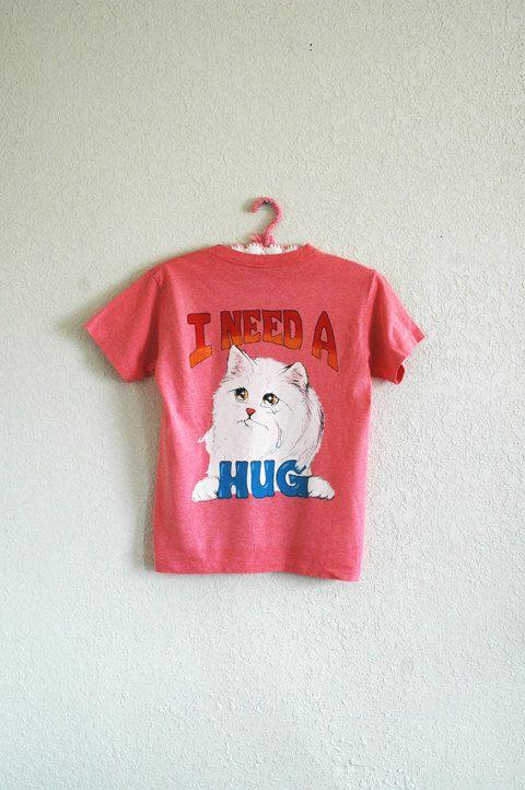 vtg 80's crying KITTY t shirt / novelty t shirt par ResaleReligion