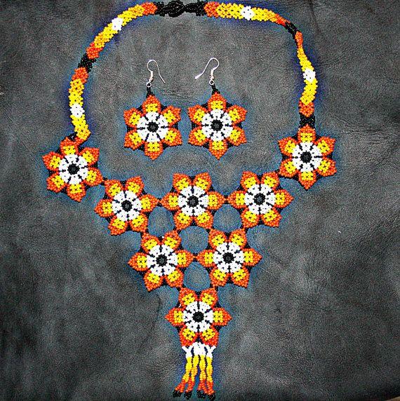 Naranja de Huichol collar con pendientes a por BiuluArtisanBoutique