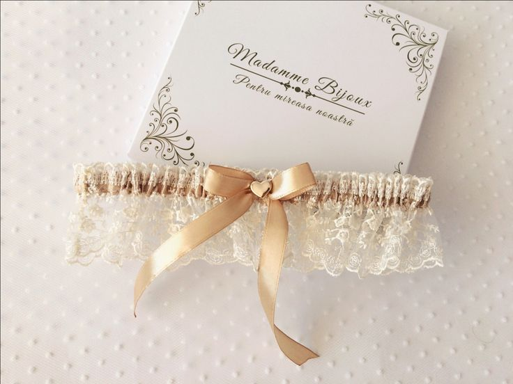 lace garter; cappuccino garter; wedding; bride; hear