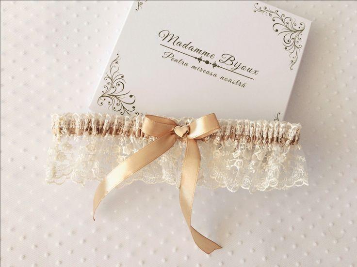 lace garter; cappuccino garter; wedding; bride; hear