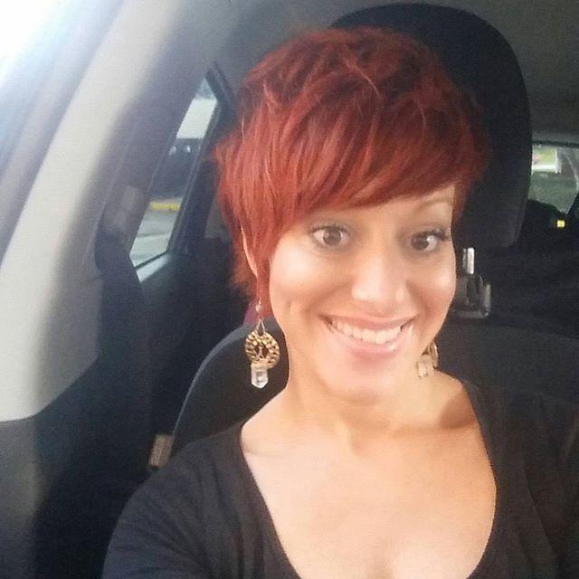 Rot ist einer meiner Lieblingsfarben. Auch Deine? 12 Rote Pixie-Frisuren, die man unbedingt gesehen haben muss!