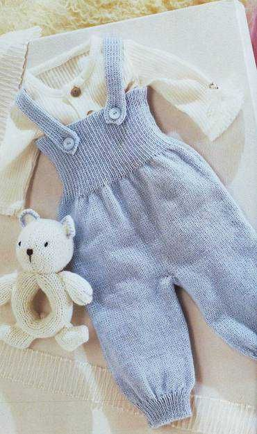 Полукамбенезон вязаный спицами для новорождённого