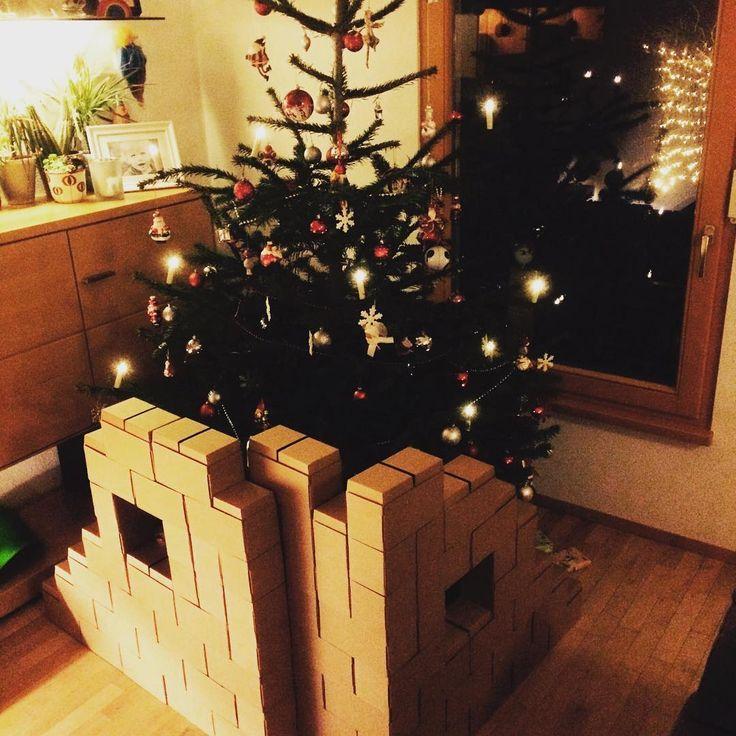 Kaum zu glauben, dass der Heilig Abend schon wieder einige Tage her ist. Die Jungs spielen glücklich mit ihren Geschenken, mich hat der Arbeitsalltag leider schon wieder voll im Griff :-( die gigi bloks auf dem Bild waren übrigens der volle Erfolg...derzeit als Superhelden-Festung-Geheimversteck! #weihnachten #heiligabend #weihnachtenmitkindern #christkind #gigibloks #weihnachtsbaum