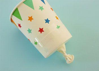 Maak je eigen vuurwerk voor binnenshuis met deze confetti knallers. Leuk met Oud & Nieuw, op een kinderfeestje, of een bruiloft. Gemaakt van een wegwerpbekertje en een ballon, en in een handomdraai gemaakt. Kijk maar...