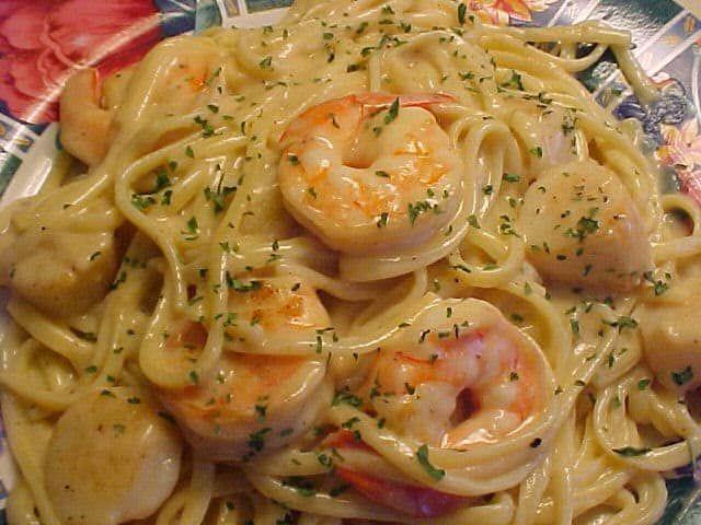 Voici une recette très facile à réaliser et qui régalera forcément toute la famille!Testez les pâtes aux crevettes en ratatouille. Plaisir garanti.