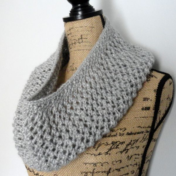 This is by far my favorite cowl pattern. The Mesh Lace Cowl is done with a simple mesh pattern and is perfect for beginning lace knitters.