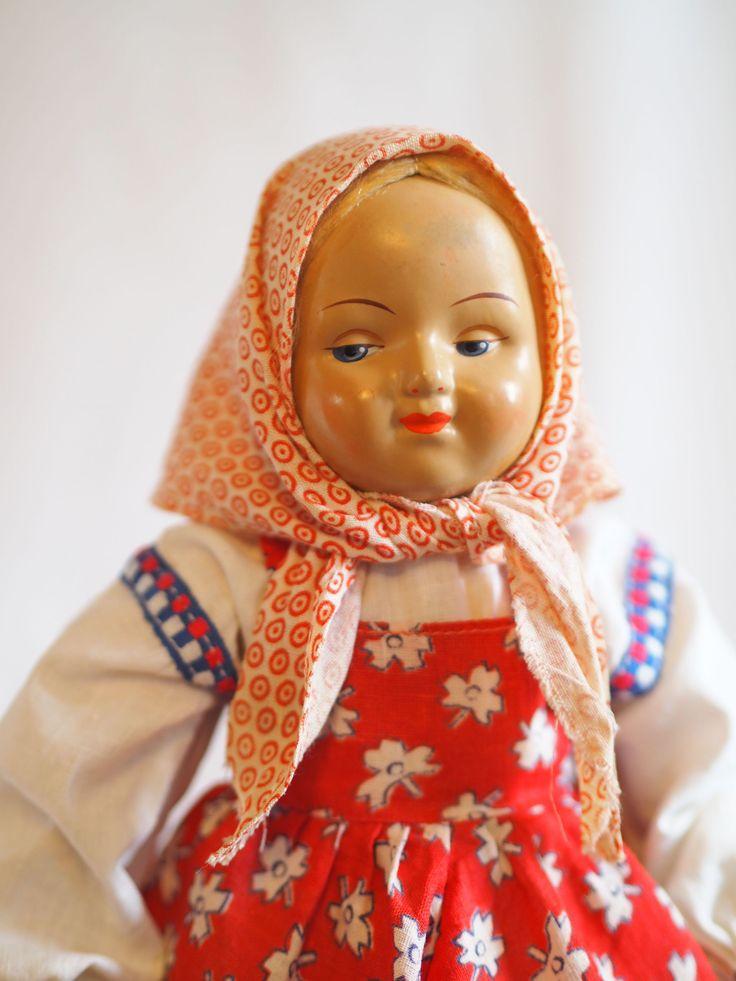 """Опилочная антикварная кукла из серии """"дружба народов"""", русская в платочке."""