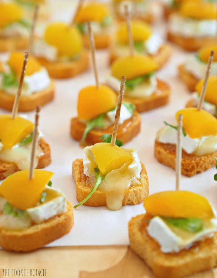 Mini Baked Apricot & Brie Bites. These are the perfect party or tailgate…