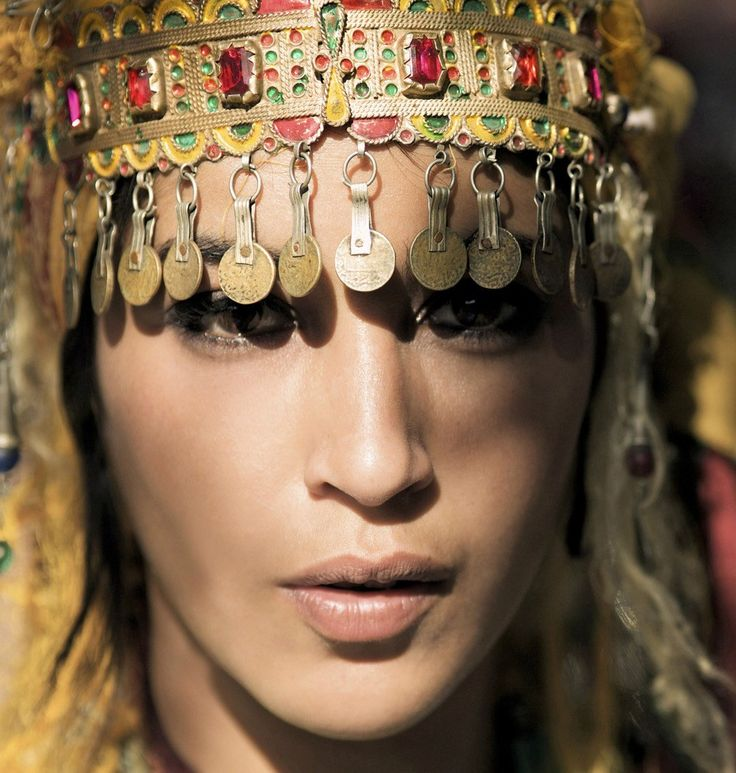 Moroccan Berber Woman  #People of #Morocco - Maroc Désert Expérience tours http://www.marocdesertexperience.com