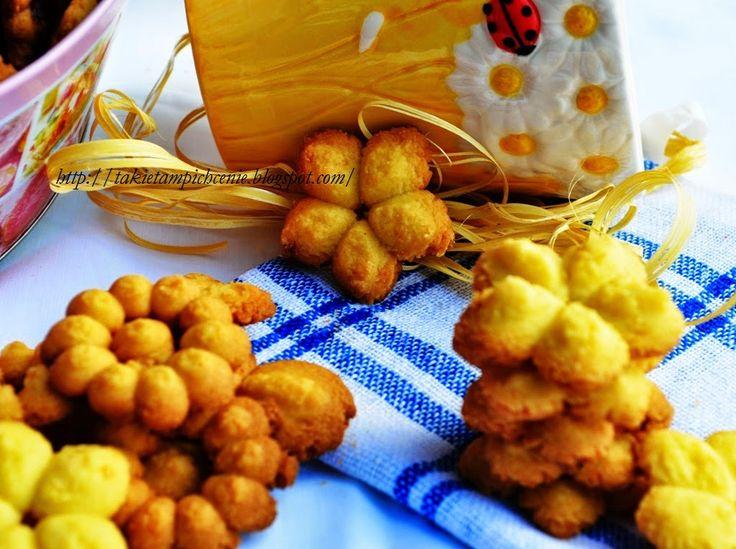 Smak, zapach, kolor, tradycja z nutką nowoczesności...: Ciasteczka wyciskane z gotowanych żółtek- pyszne k...