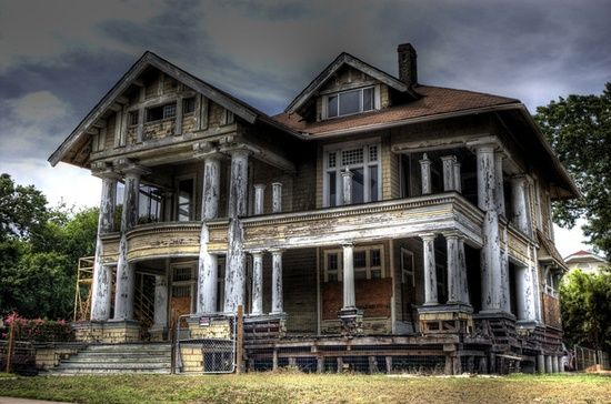 beautiful abandoned home- i wish i had unlimited funds for a DIY fix up. so much work, but such reward