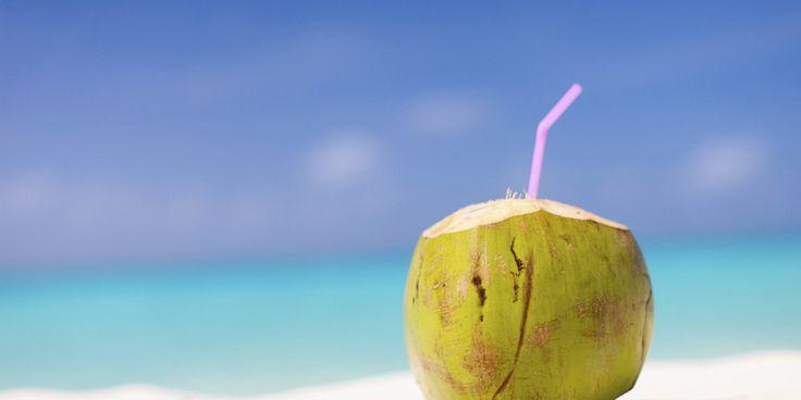 De afgelopen jaren is kokoswater steeds populairder geworden. Het is lekker, verfrissend en blijkt erg gezond te zijn. Het zit boordevol met belangrijke voedingsstoffen, waaronder mineralen. Hiervan krijgen demeeste mensen onvoldoende van binnen. In dit artikelvind je deacht gezondheidsvoordelen van kokoswater. 1. Goede bron van voedingsstoffen Kokosnoten groeien aan grote palmbomen die wetenschappelijk bekend staan […]