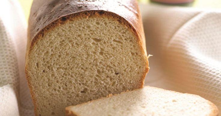 Nem opskrift på et lækkert, fedtfattigt brød som egner sig godt morgen, middag og aften. Prøv en skive med ost eller dejlig hjemmelavet rabarbermarmelade.