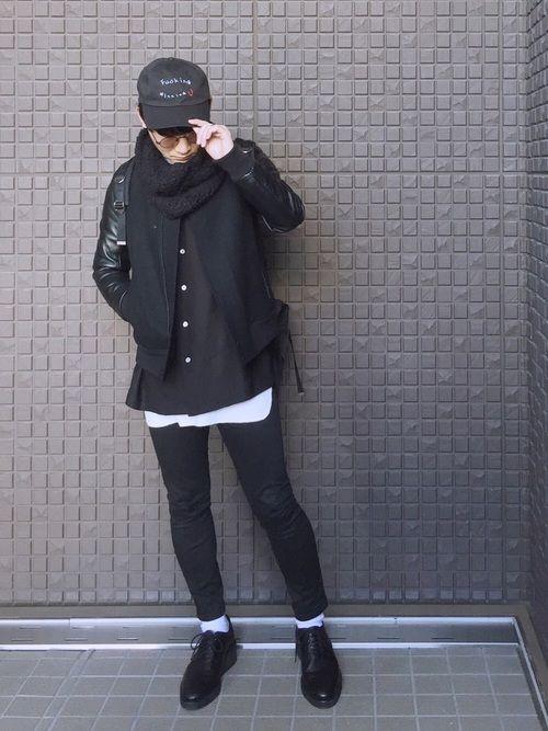 ゆるダボコーデが12月ランキング48位でした😆🙌 皆様のおかげです✨本当にいつもありがとうございます🙇  そして前回の着物コーデが反応良くて嬉しいです✌️来年もやりたいです👘  さて本日のコーデは新春・ブラックコーデ😎  黒キャップ + 黒スタジャン + 黒スキニー  最近ハマっているzZz(dさん@daibeatboxのオリジナルブランド)のキャップが可愛すぎる😇 インナーはUNITED TOKYOさんのスカシャツで、激推しですコレ🤓  レイヤードに白、ソックスに白でメリハリつけるのがポイントです←いつもやってるけど笑  え、なぜ正月から真っ黒かって?  ふふふ☺️  正月太りを誤魔化すために決まっているだろう☺️  この正月で2.5kgも太ったさ☺️  え、どこが太ったかって⁉️  ふふふふ☺️  お腹と背中です☺️ 皮が分厚く成長しました☺️  ふふふふふふ☺️  ふ…😭😭😭😭😭  寒いけどラン頑張ります😱  インスタ ▶︎shine.jf
