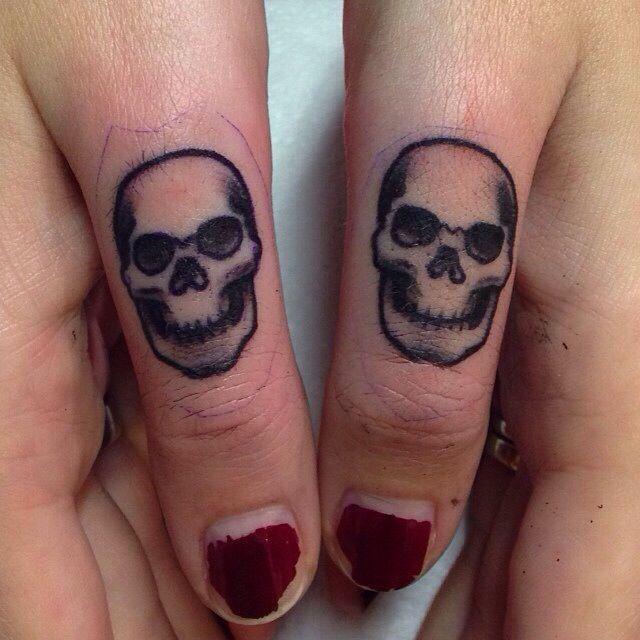 Pin By Yosep Iskandar On Tato Skull Finger Tattoos Tattoos Finger Tattoos